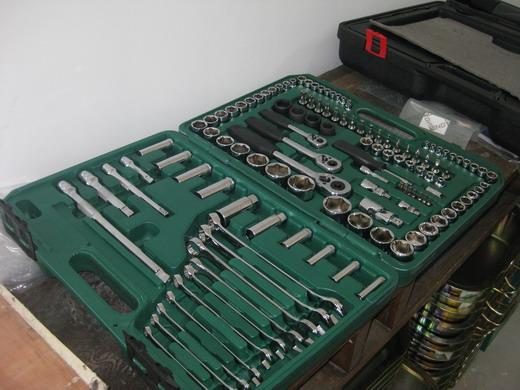 部分汽车发动机拆装工具