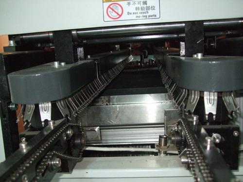 第一批利用波峰焊设备焊接的黑白电视主板顺利下线,该主板已经